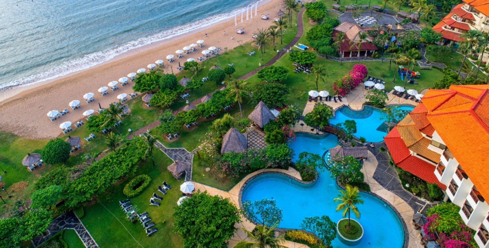 Living the lush life at a 5-star beachfront hotel in Bali!