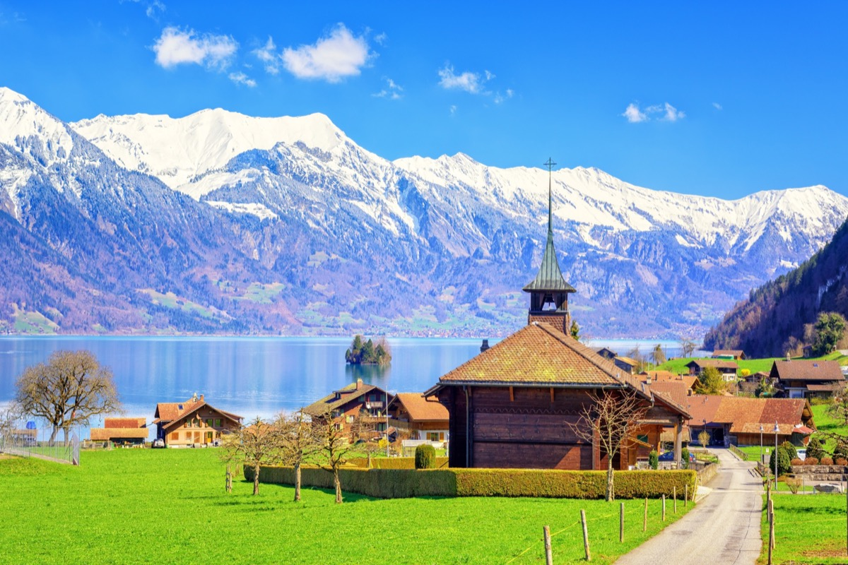 Winter vs Summer   Salzano guides us through the picturesque Interlaken Town!