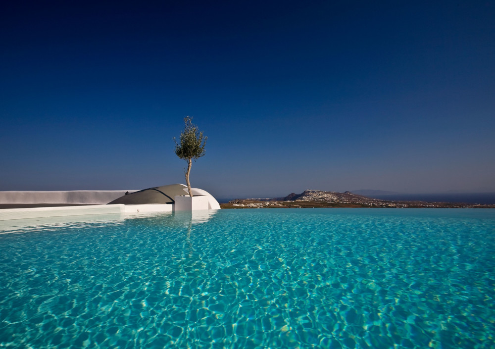 The finest Greek Boutique hotels to visit this August!