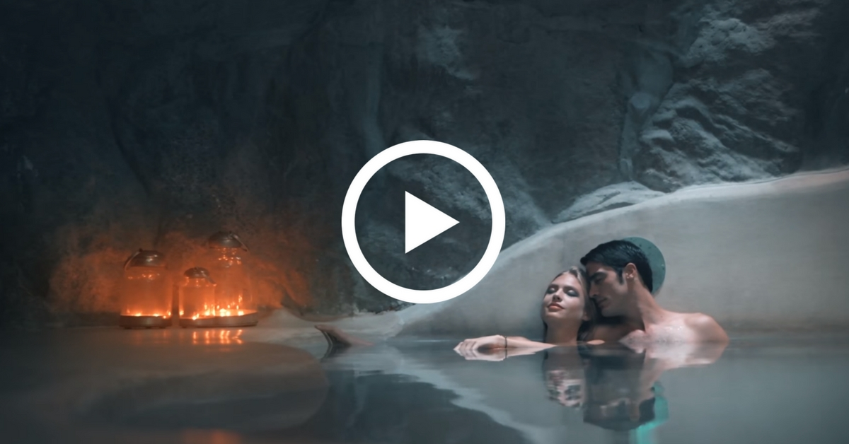"A ""blue"" hotel video that make us dream of an e-butler in Mykonos!"