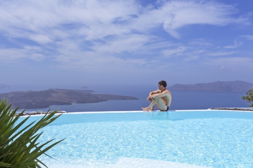How to Spot the best Luxury Hotels in Santorini