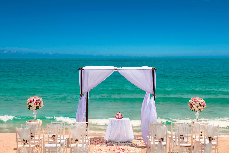 Enjoy a breathtaking Koh Samui Wedding that will leave you both speechless!
