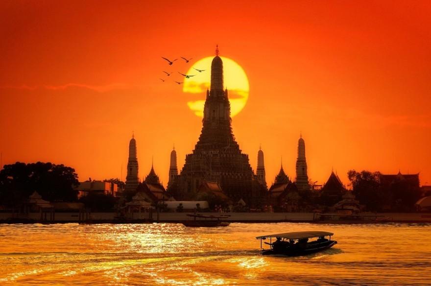 Visiting Contradictory Bangkok in 2 Minutes!