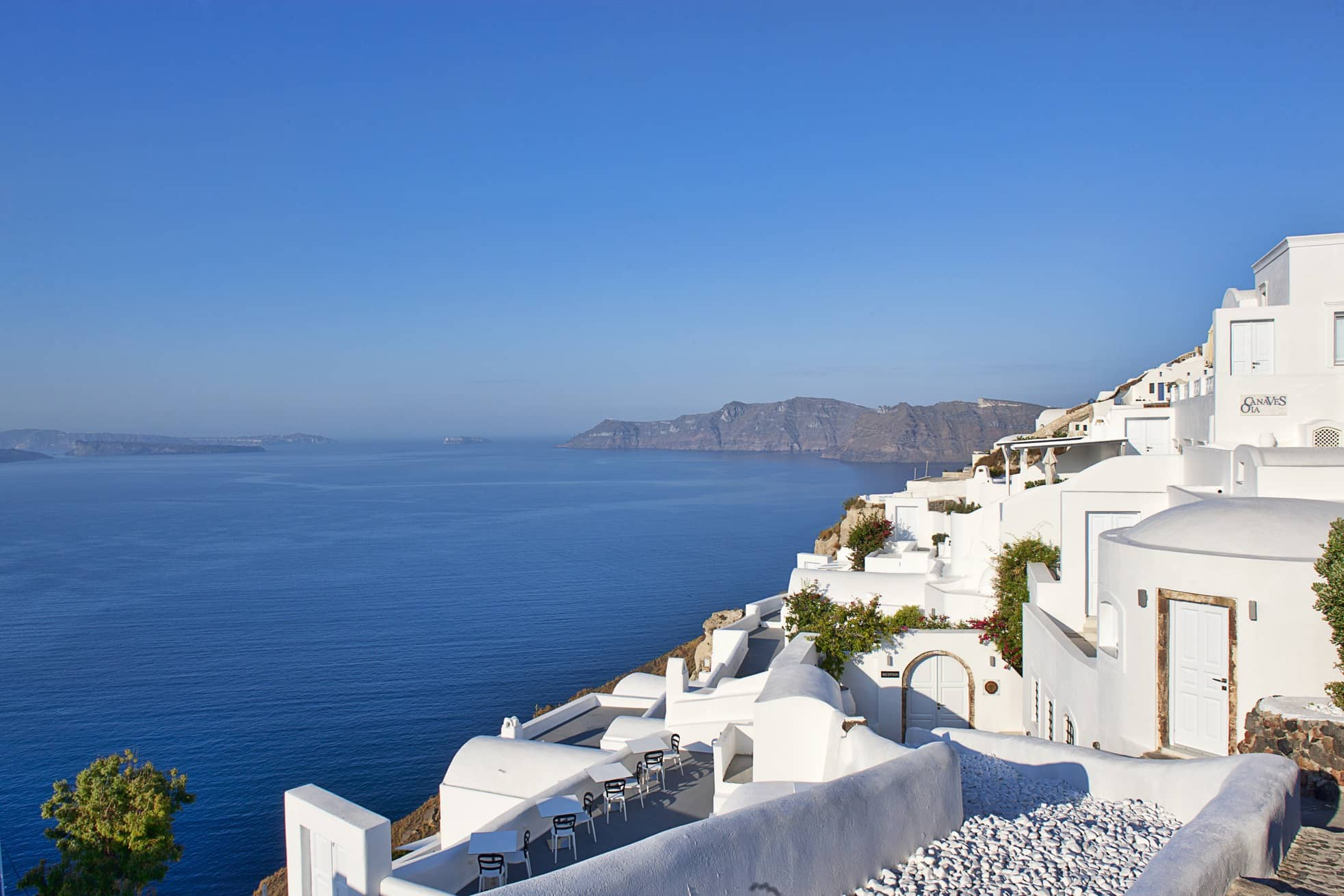 The Perfect Santorini Honeymoon Resort is in Oia and it's a total melt-hearting!