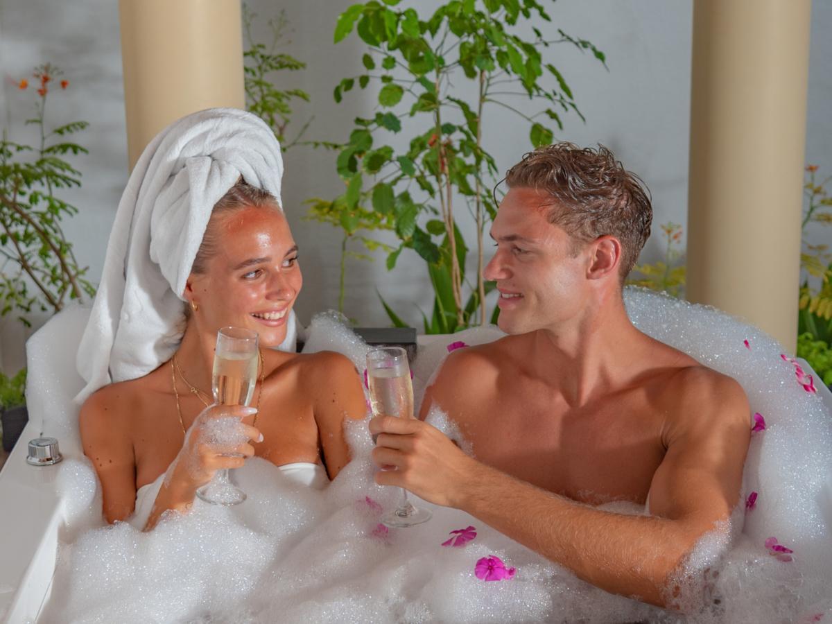 "Maldives Honeymoon for all Budgets in a Luxury Resort called ""Reethi Faru"""