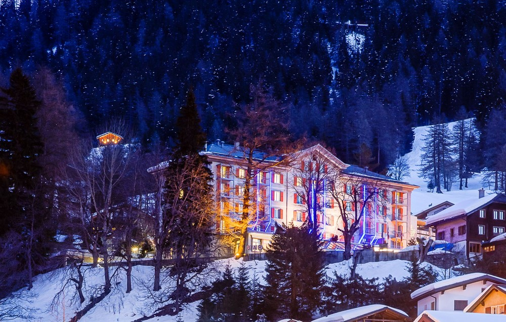 6 Hotel Facades with Christmas Mood - of course in Switzerland!