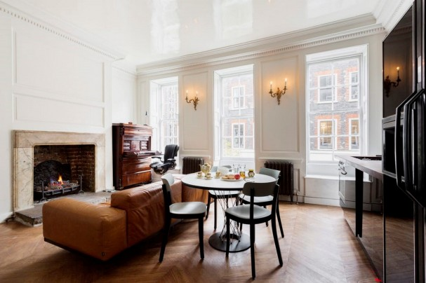 https://www.travelstaytion.com/search?location=Soho%2C%20London%2C%20United%20Kingdom&checkin=&checkout=&number_of_guests=&page=1&sw_lat=51.5098794&sw_lng=-0.14196470000001682&ne_lat=51.516461&ne_lng=-0.1291627000000517&zoom=¢er=&grid_type=list&utm_source=Travel%20by%20Interest&utm_medium=Article